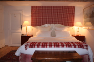 double (or twin) bedroom, super king size bed, en suite shower